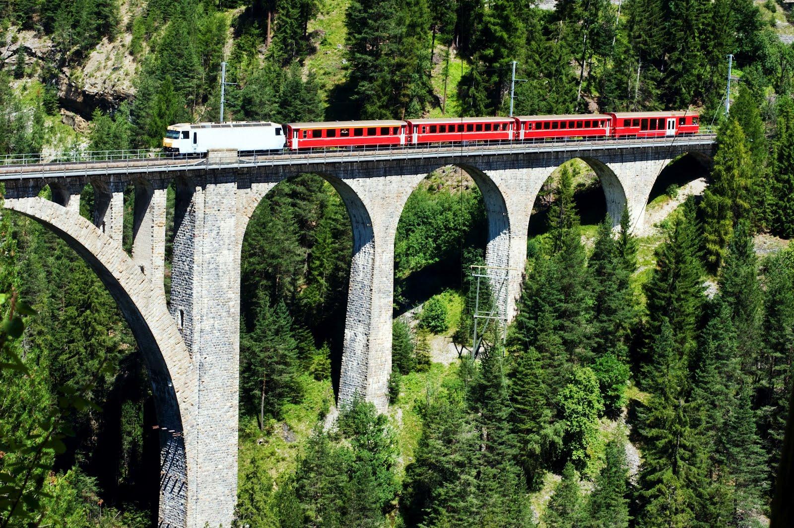 tren suizo en Puente Alto muy cerca de Wiesen